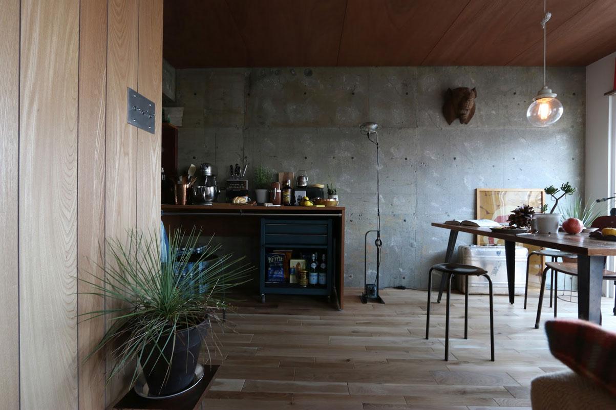 『ASSY』の定額制リノベーションには、スケルトンにする費用も含まれている。コンクリート現しの壁の選択も可能だ。