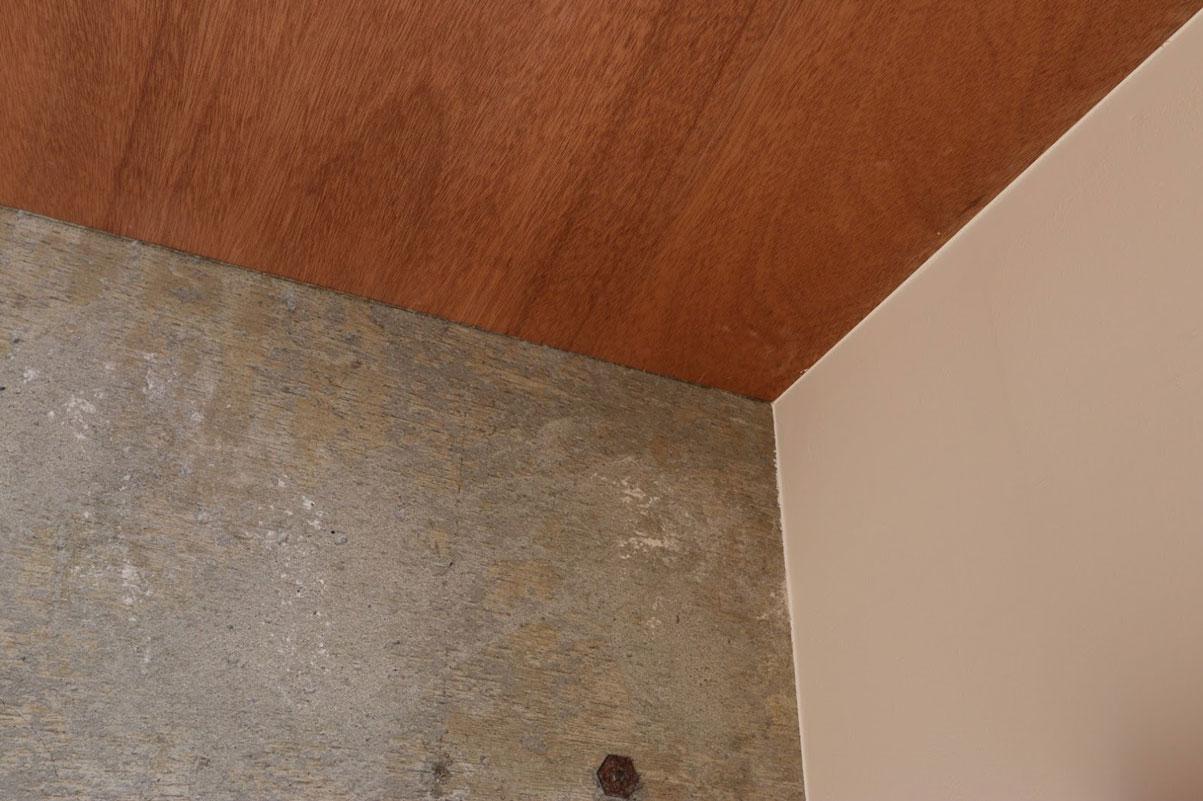 壁や天井は、ラワン材、コンクリート現し、白塗装などから選択できる。