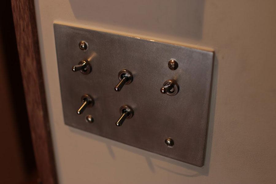 スイッチプレートは、トグル型や、アメリカの定番品のスイッチがラインナップされている。