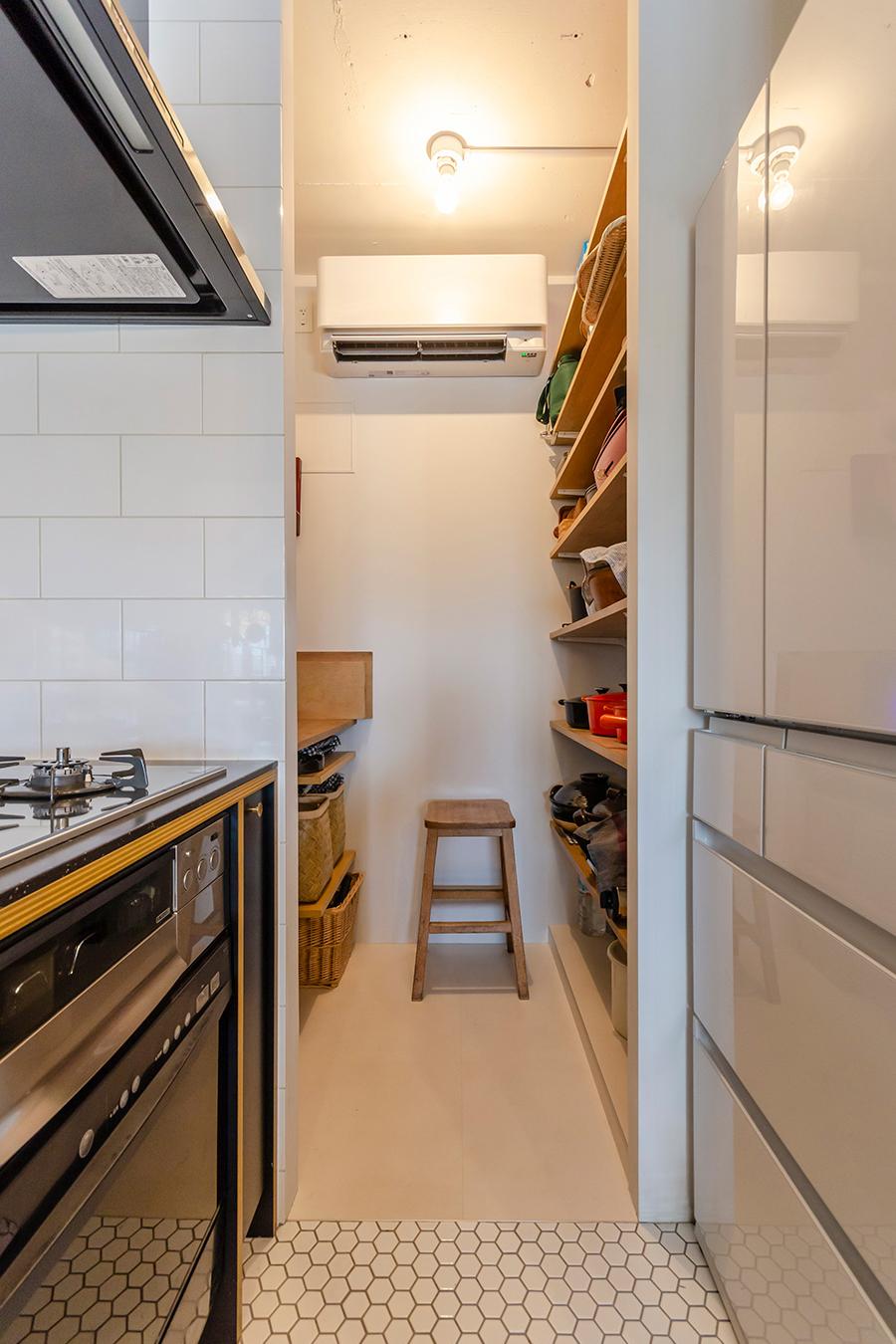 キッチンの奥にはパントリーを設けた。