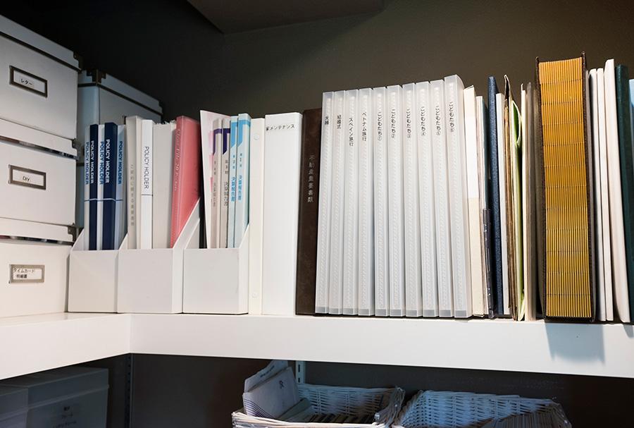 ファイルボックスに入れた書類は、そのままリビングに持ち出せて便利。