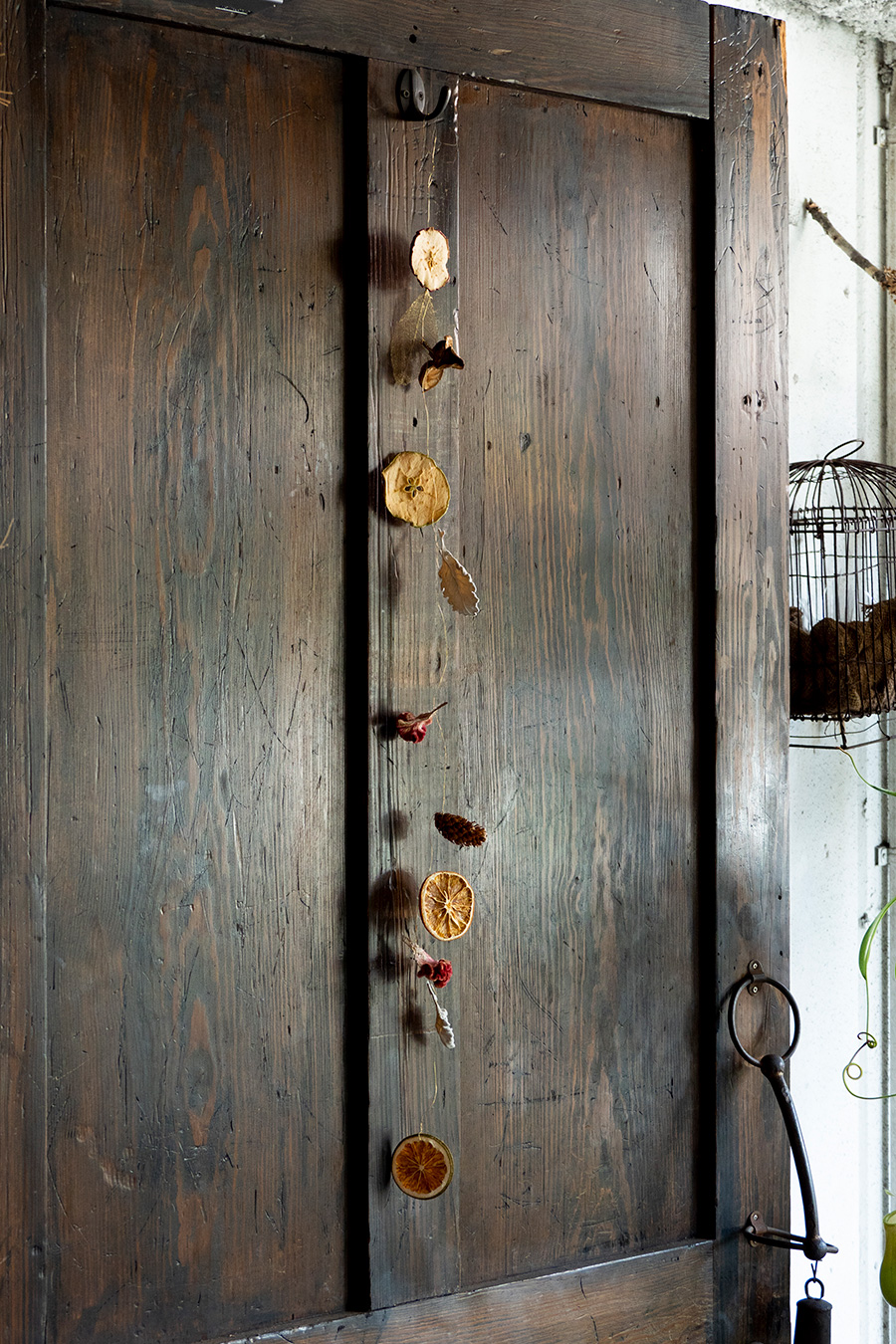 縦でも横でも楽しめるガーランドが完成。フルーツの芳醇な香りがほのかに漂う。