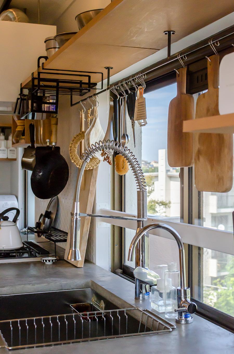 グローエの水栓はホースを引き出して360度動かして使えるのが便利。