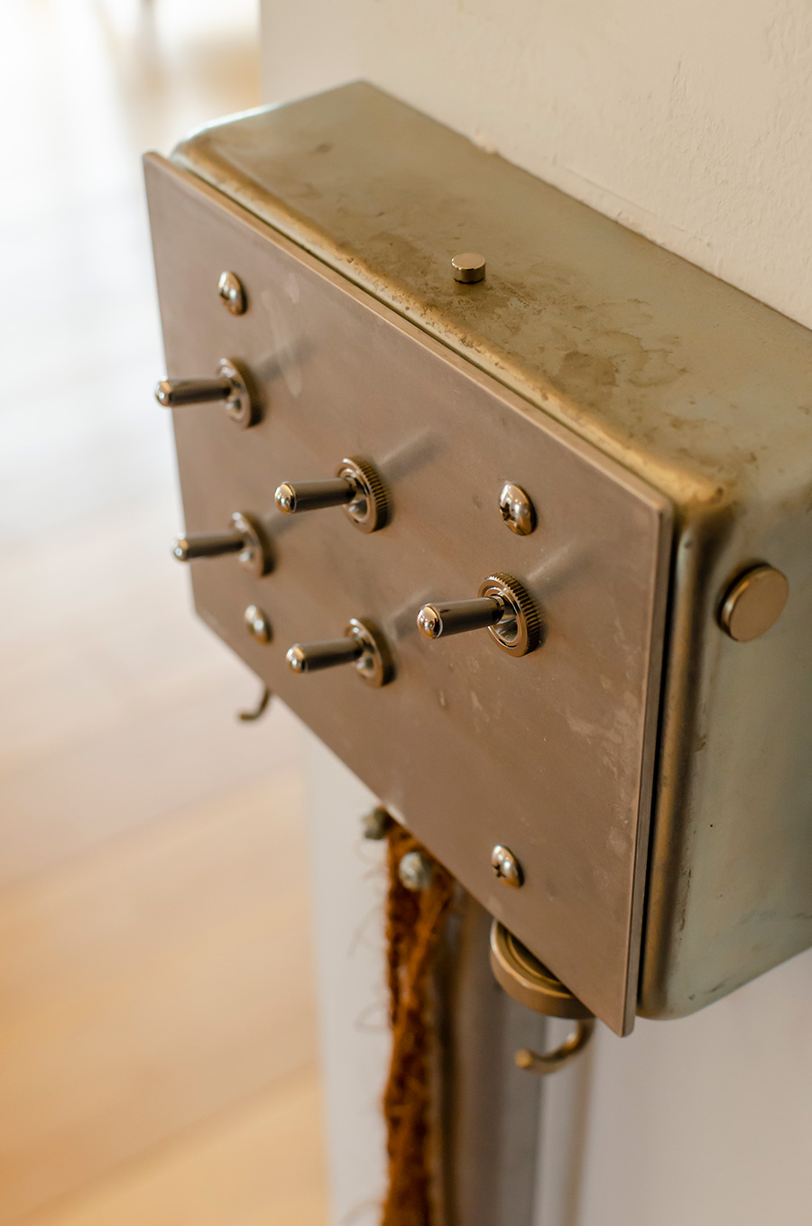 インダストリアルなデザインのスイッチも「tool box」。