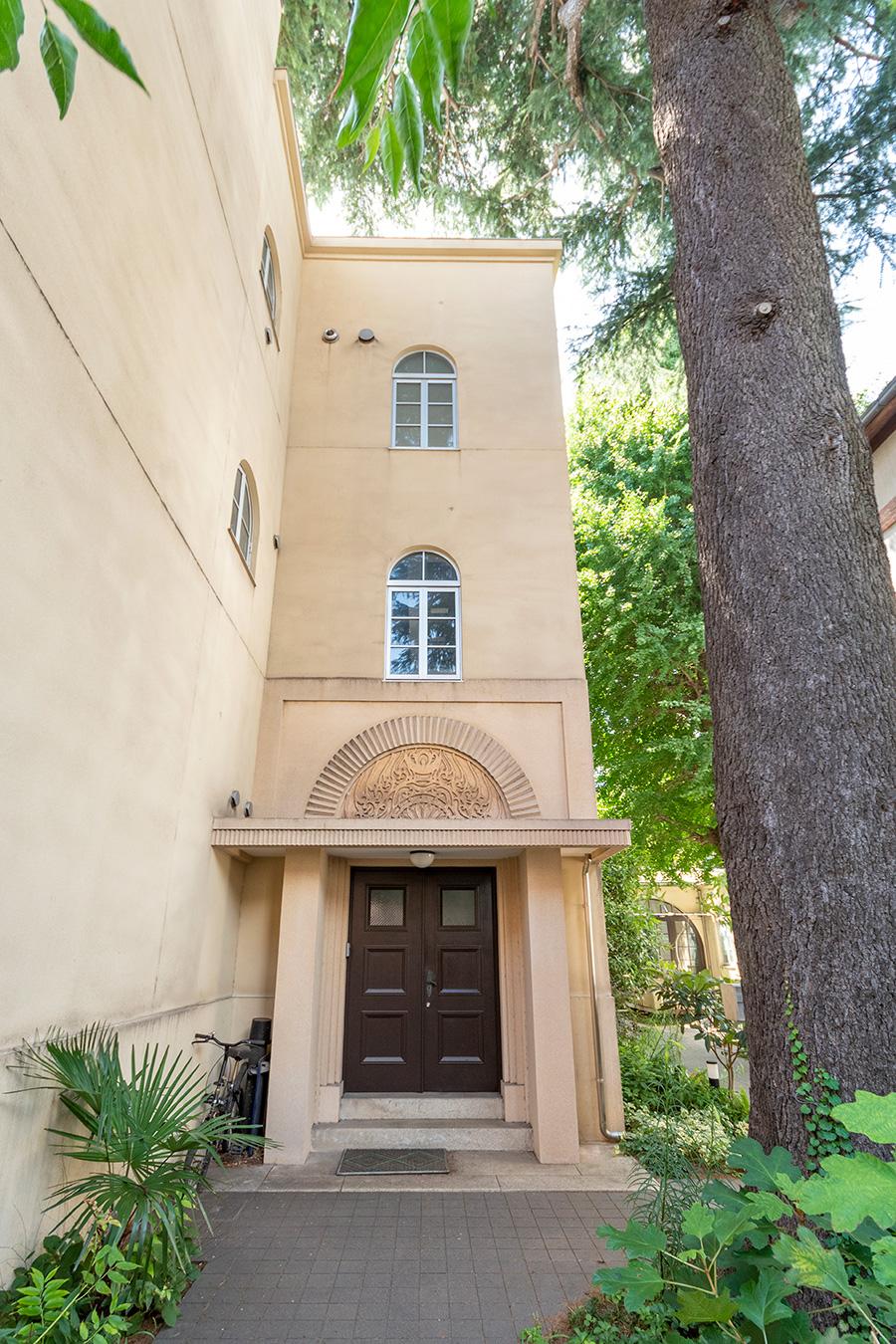 明治の建築家、武田五一の設計による学生寮を、当時の趣きを残して再生。