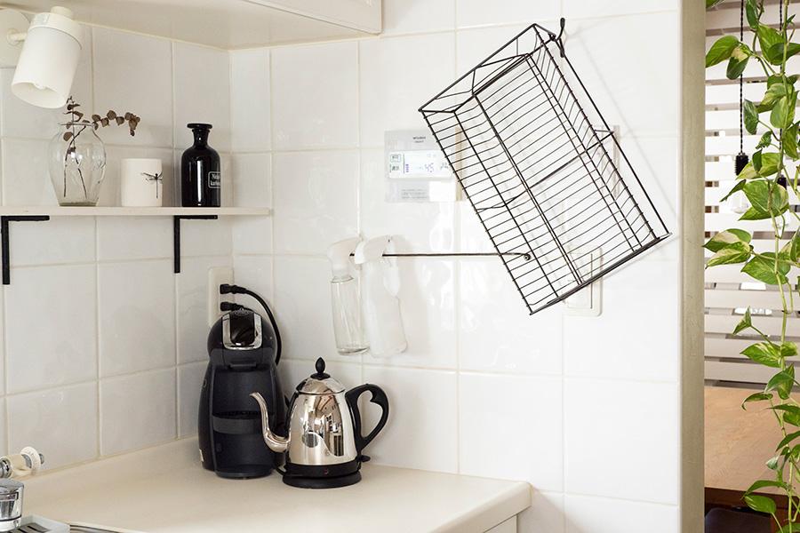 水切りカゴを壁にセット。場所を取らず衛生的。