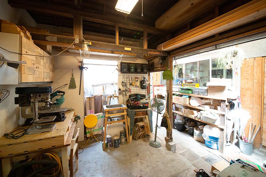 『DIY STUDIO』の内部。『FIELDGARAGE』の事務所の横にあった物置をDIYして作ったスペースなのだそう。