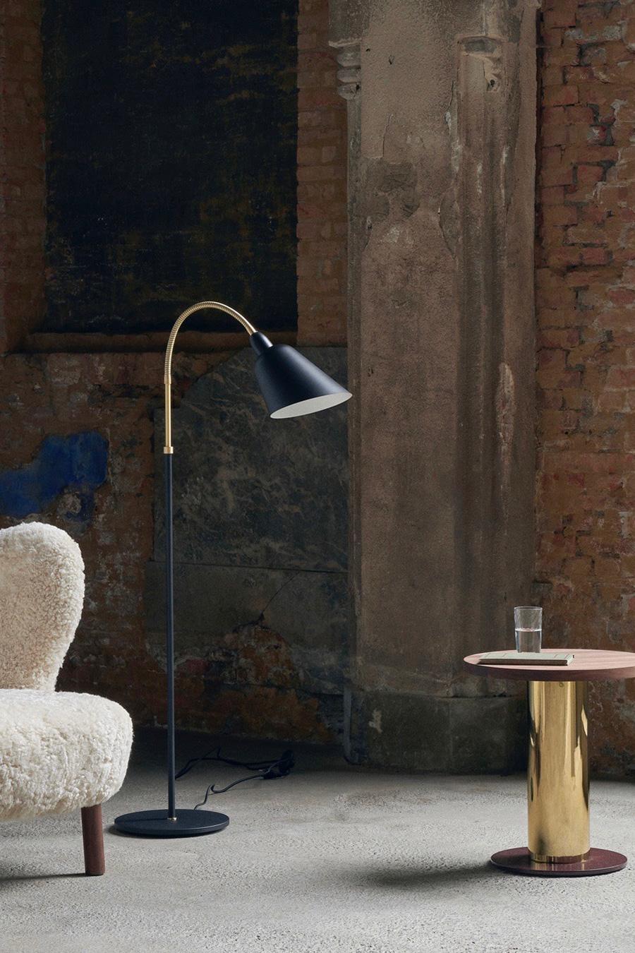 ベルビュー フロアランプ φ600 H1300mm ¥145,000 マットなブラックと真鍮の組み合わせも魅力的。
