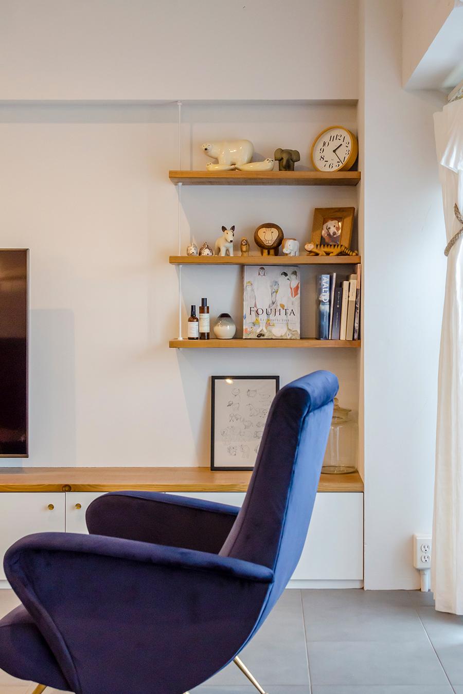 飾り棚はペットの届かない高い位置に設置。