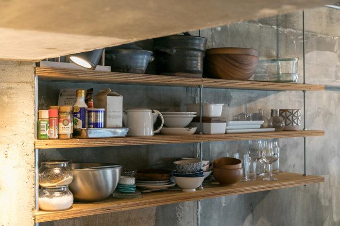 キッチンの吊戸棚も『スマサガ不動産』が造作。