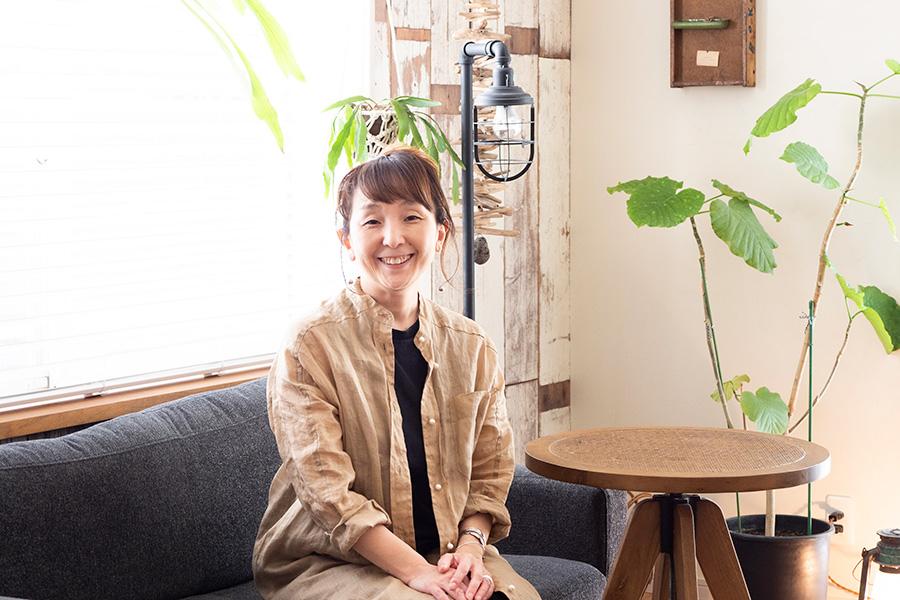 整理収納アドバイザー・村上直子さん。インテリアや収納のアイデアを各メディアで紹介するほか、セミナーやイベントも開催。著書に「子どもとすっきり暮らすシンプル収納ルール」(PHP研究所)がある。