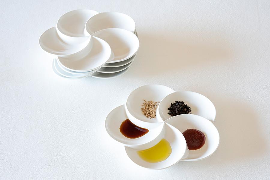 調味料や薬味、ひと口サイズのお料理などを取り分けるのに便利な五感皿。スタッキングすると螺旋のようになってキレイ。