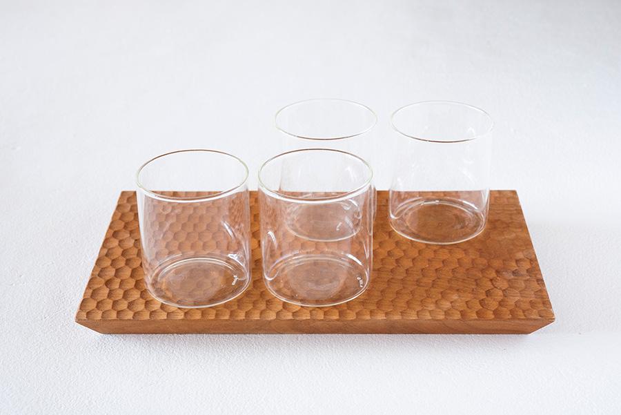 インドの理化学ガラスメーカーBOROSIL社製のヴィジョングラスを愛用。軽くて薄いのに丈夫で火にかけてもOK。