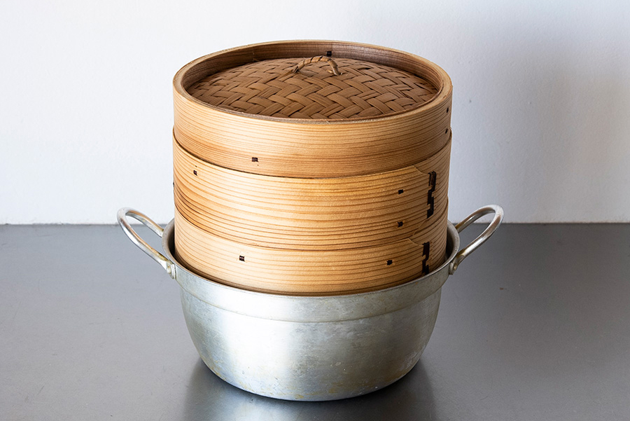 合羽橋で購入したお鍋とセイロのセット。軽くて使いやすい。セイロごとテーブルに出してほかほかのシュウマイを。