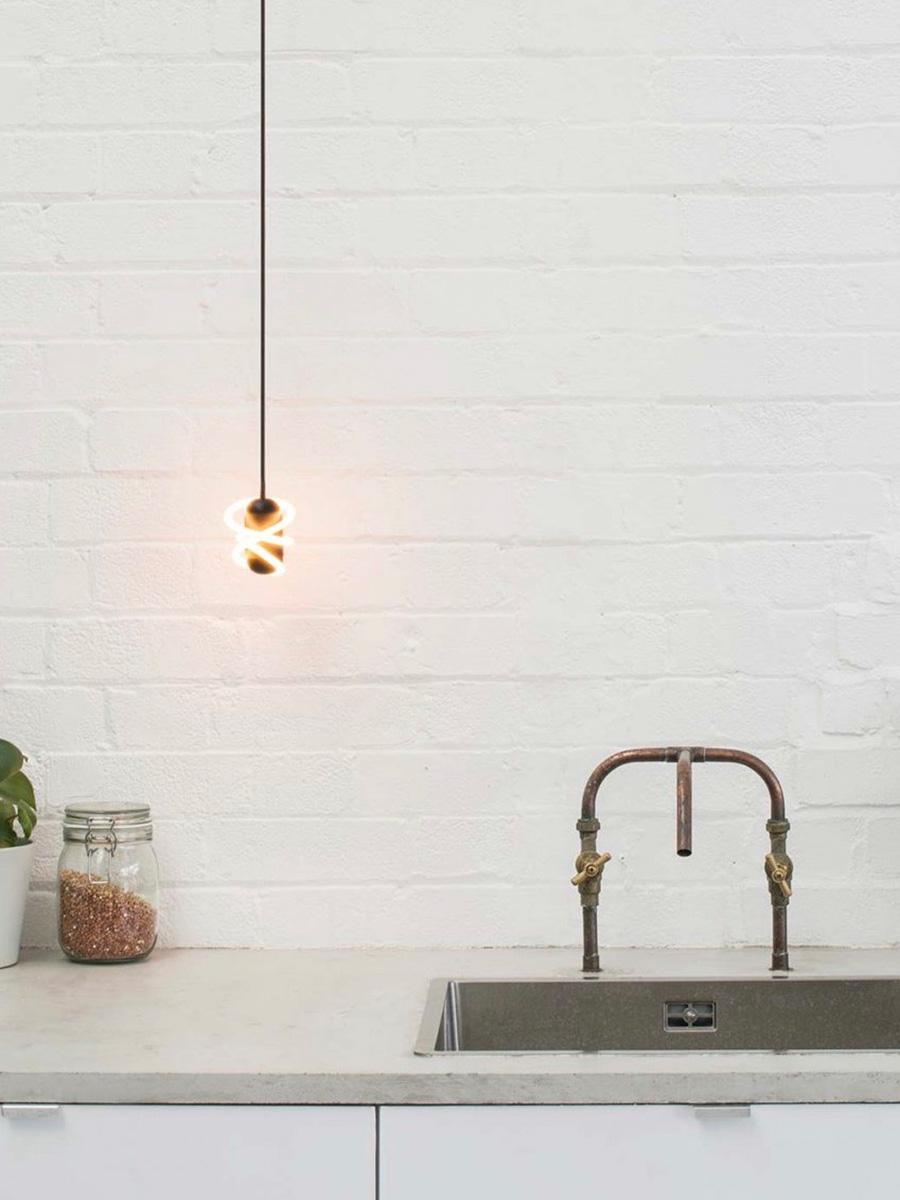 キッチンやサニタリーなど、清潔感を求められる空間にも合う。