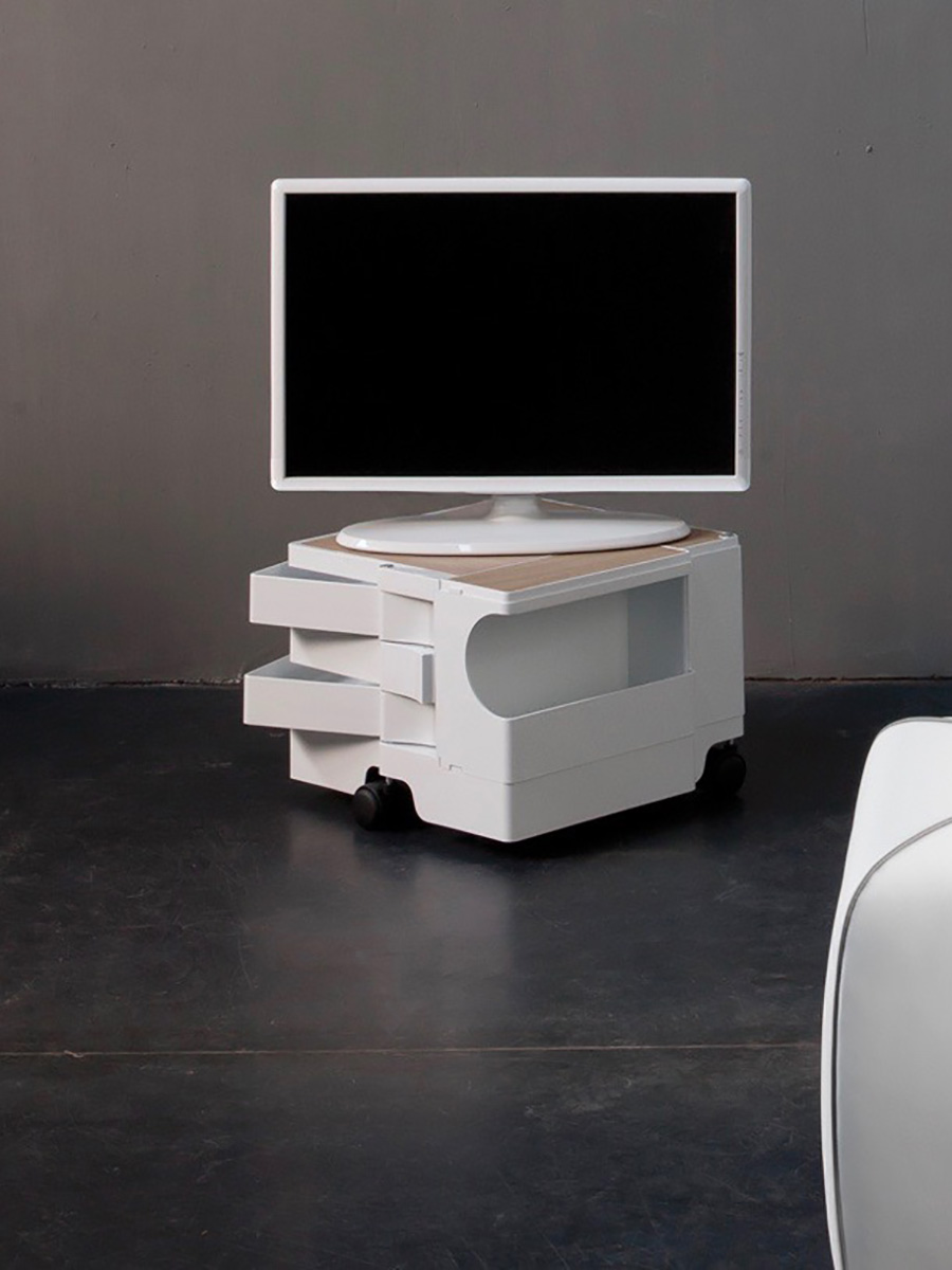 高さ30cm程の1段タイプは、テレビボードにも丁度いい。