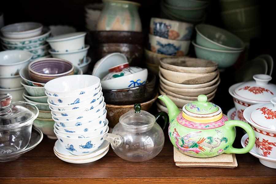 中国、台湾の茶壷や茶杯など。華やかなものは北京や上海で。