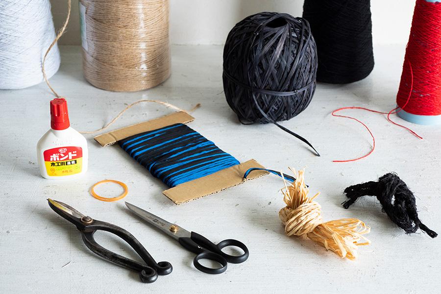 必要な道具はこれだけ。最後に枝を束ねるウールやラフィア、リボンなどはお好みで。