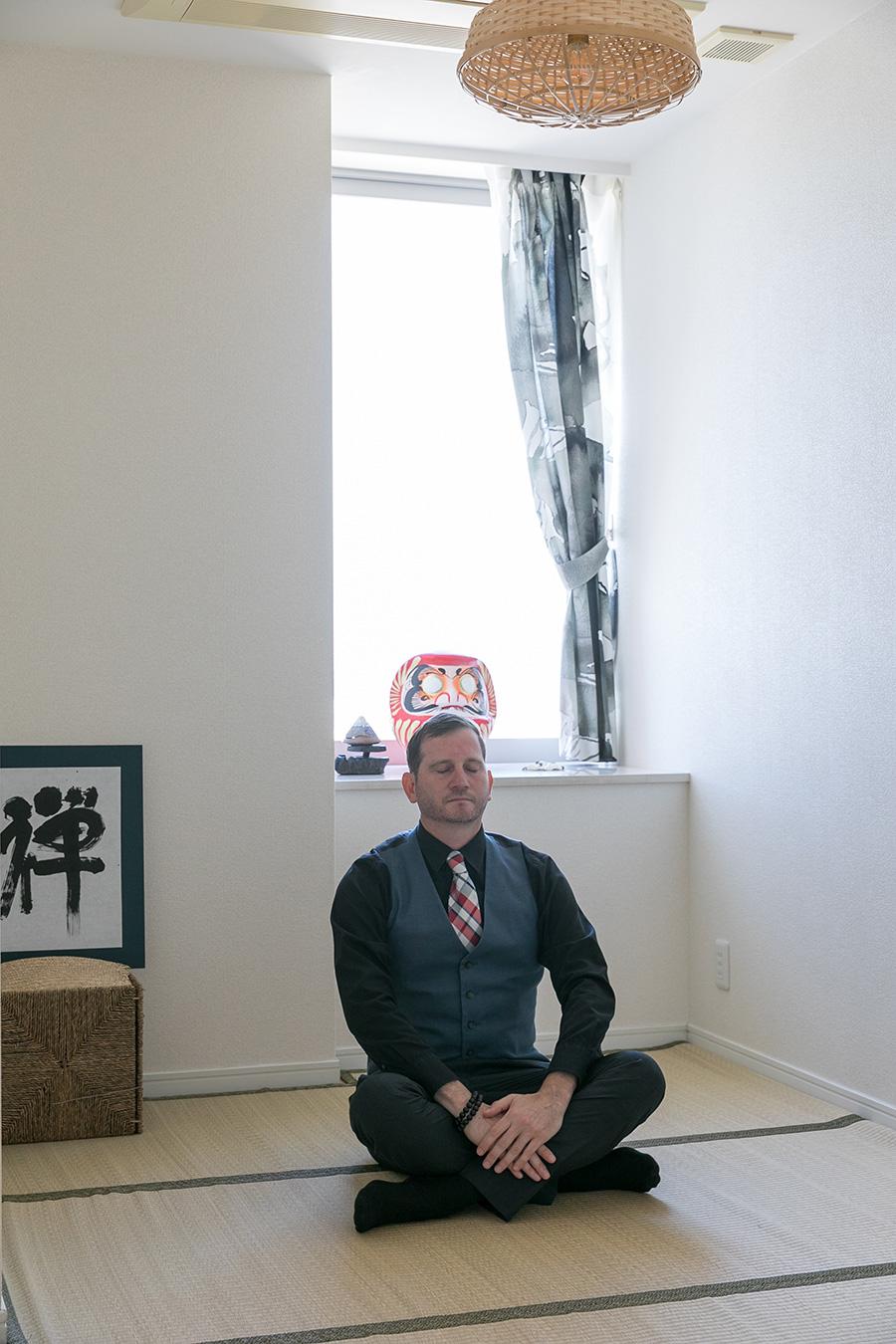 来日前より取り組んでいるという瞑想の専用ルーム。