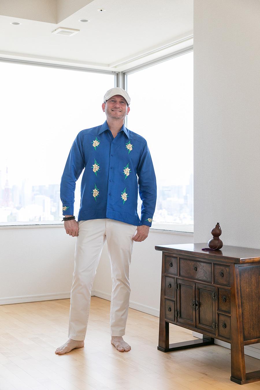 ニカラグアの衣装を身につけたコロネル大使は爽やかでダンディー。