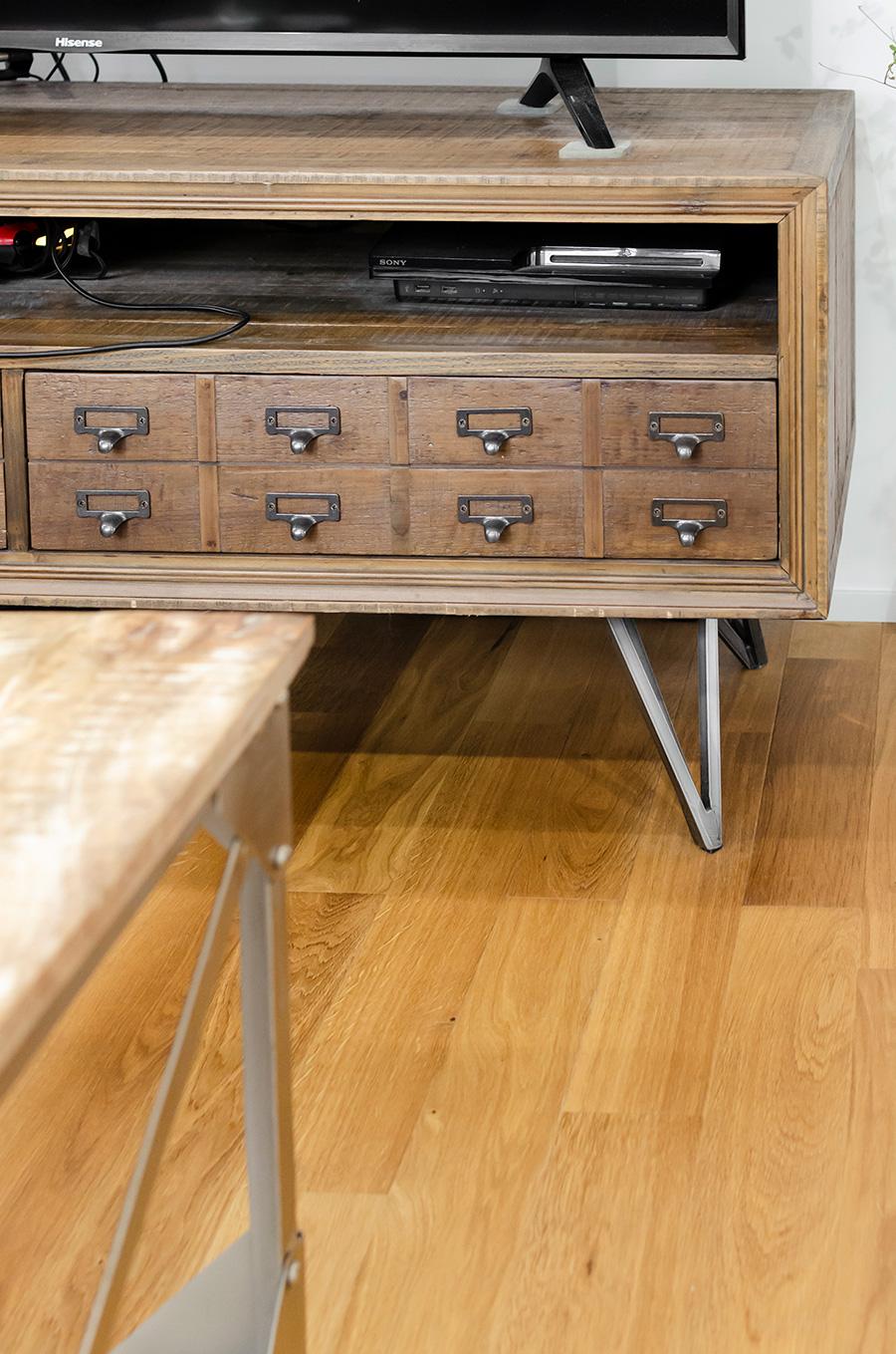ソファーテーブル&テレビボードはDULTONで購入。