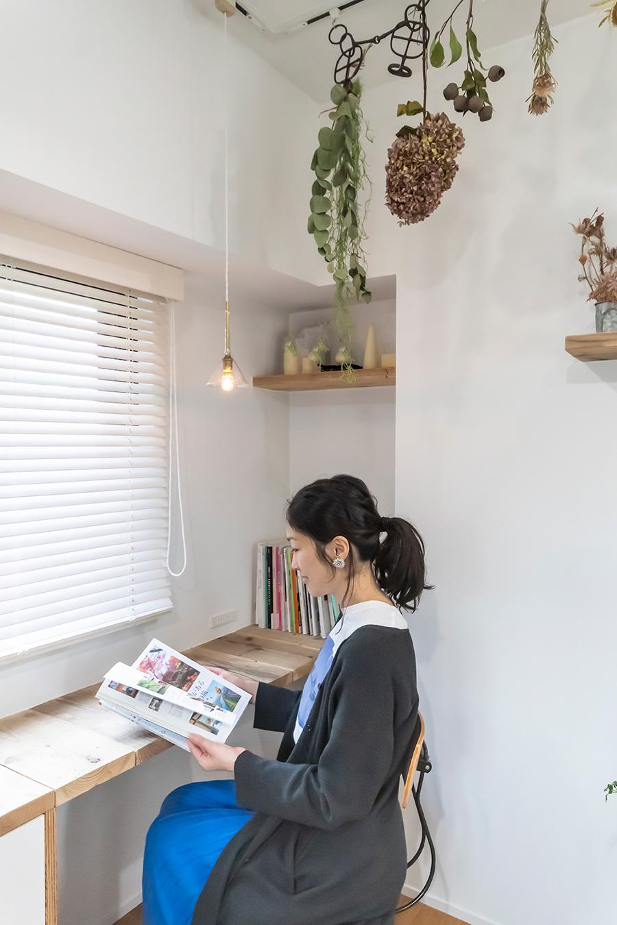 インテリアコーディネーターの志水陽子さん。暮らしを大切に考えたインテリアデザインを提案。