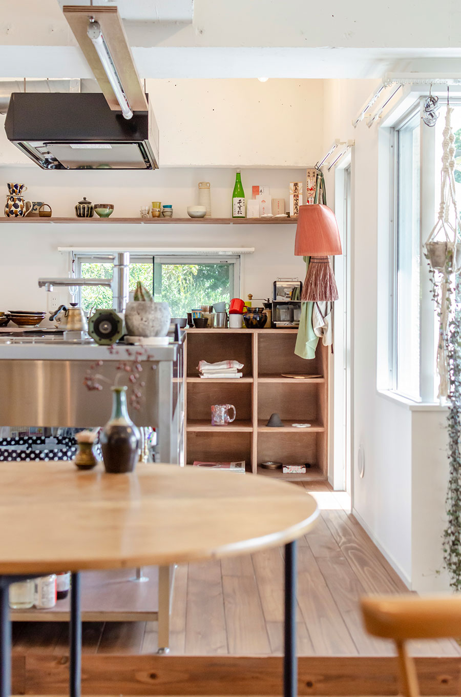 キッチンの床を一段上げて、排水管の勾配を確保。