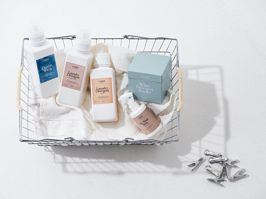 デイリー洗剤から、デリケート洗剤、デニム用洗剤、プレウォッシュ、防虫スプレー、アウトドアギア用洗剤、白い衣類用の粉洗剤まで、さまざまな衣類に合わせた豊富なラインナップ。