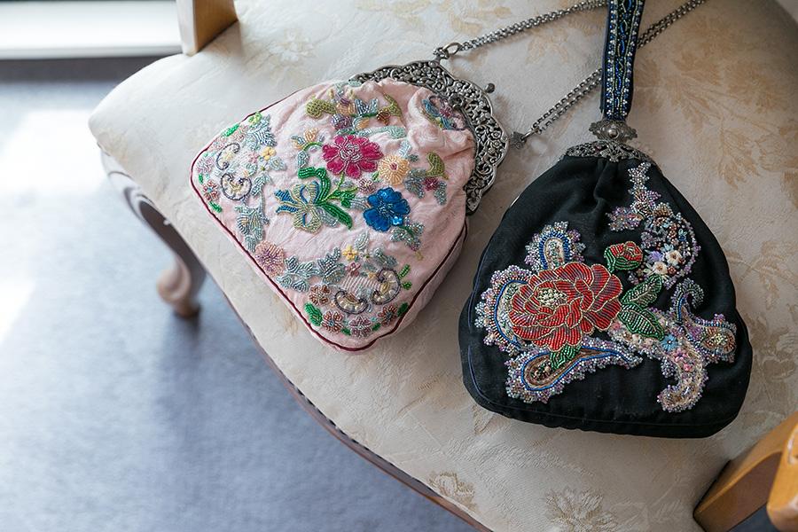 パリで修行する以前に、独学でつくったバッグ。金具などもアンティークのものを探してつくった。
