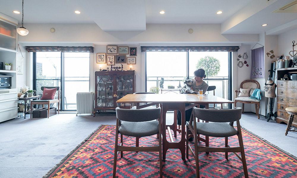 自宅で刺繍教室をひらくブロドリー作家が暮らす 手作りとアンティークの空間