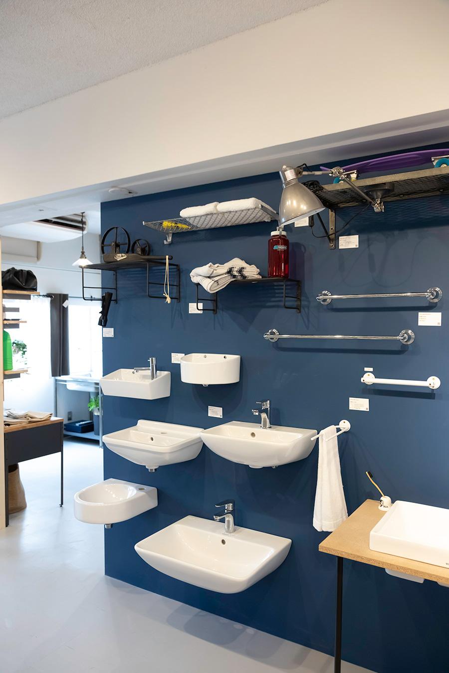 スクエア型、ラウンド型……。洗面や手洗いボウルのお気に入りを探そう。タオル掛けや、タオルを置いておける棚も。