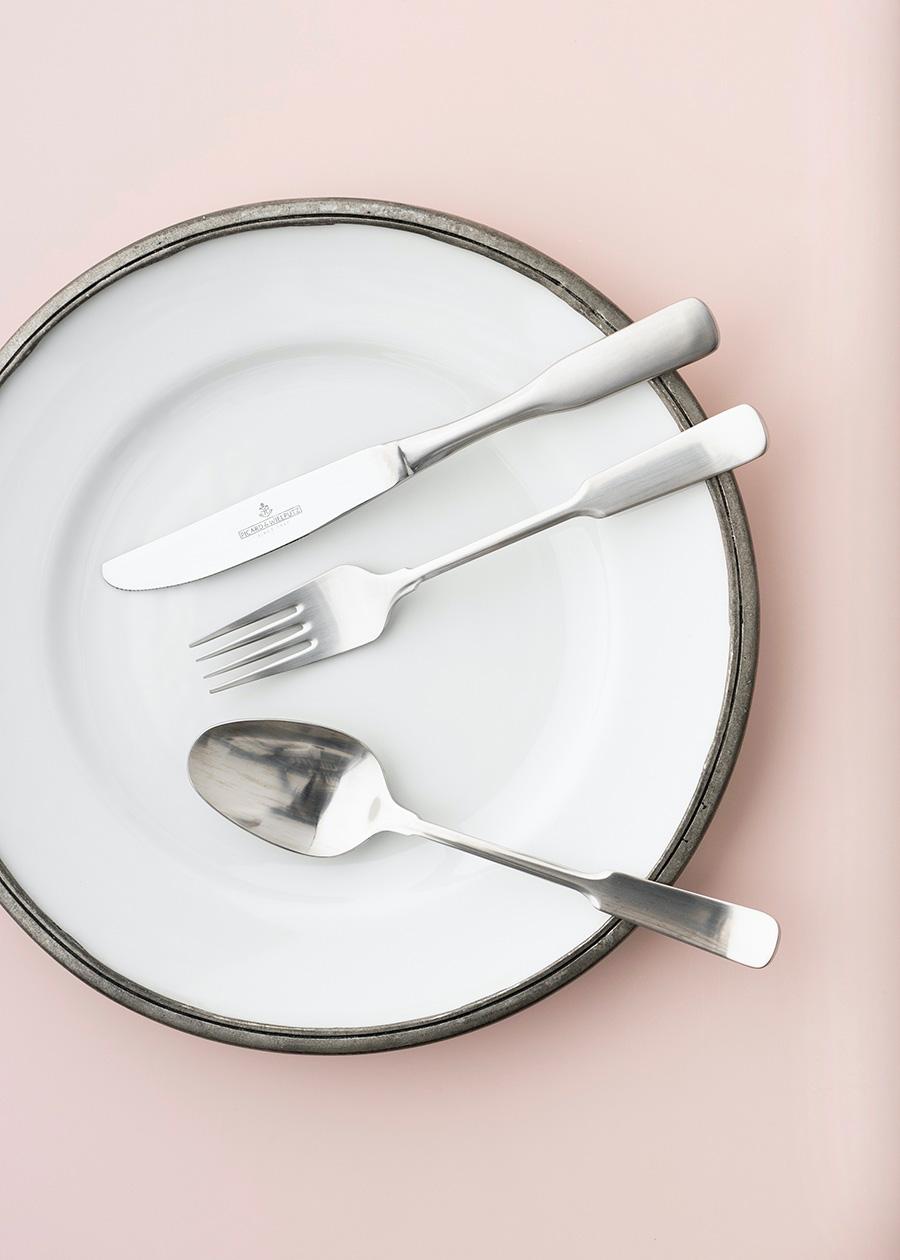 上からテーブルナイフ ¥1,400 テーブルフォーク ¥1,200 テーブルスプーン ¥1,200 以上ピカード&ヴィールプッツ