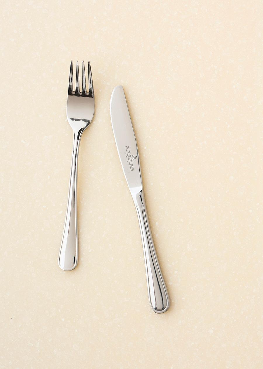 左からデザートフォーク ¥700 デザートナイフ ¥900 ともにピカード&ヴィールプッツ