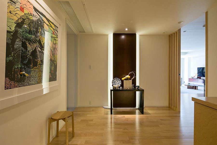 広すぎると感じた玄関スペースを壁で仕切ることで書斎用の部屋を作った。