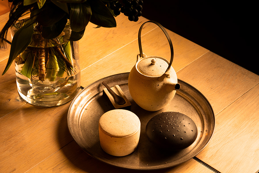 陶芸作家・橋本忍の急須、日本各地の職人の技を伝えるSゝゝ[エス]の器など。作家ものを揃える。