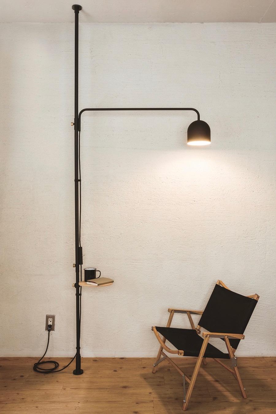 照明やテーブルを取り付ければ、たちまち寛ぎスペースに。 ランプ ¥32,000 テーブル ¥4,500