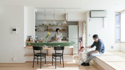 自然素材でリノベーション 白い漆喰壁と木が調和する ナチュラルな住まい