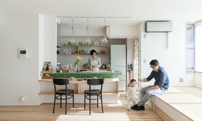 自然素材でリノベーション白い漆喰壁と木が調和するナチュラルな住まい