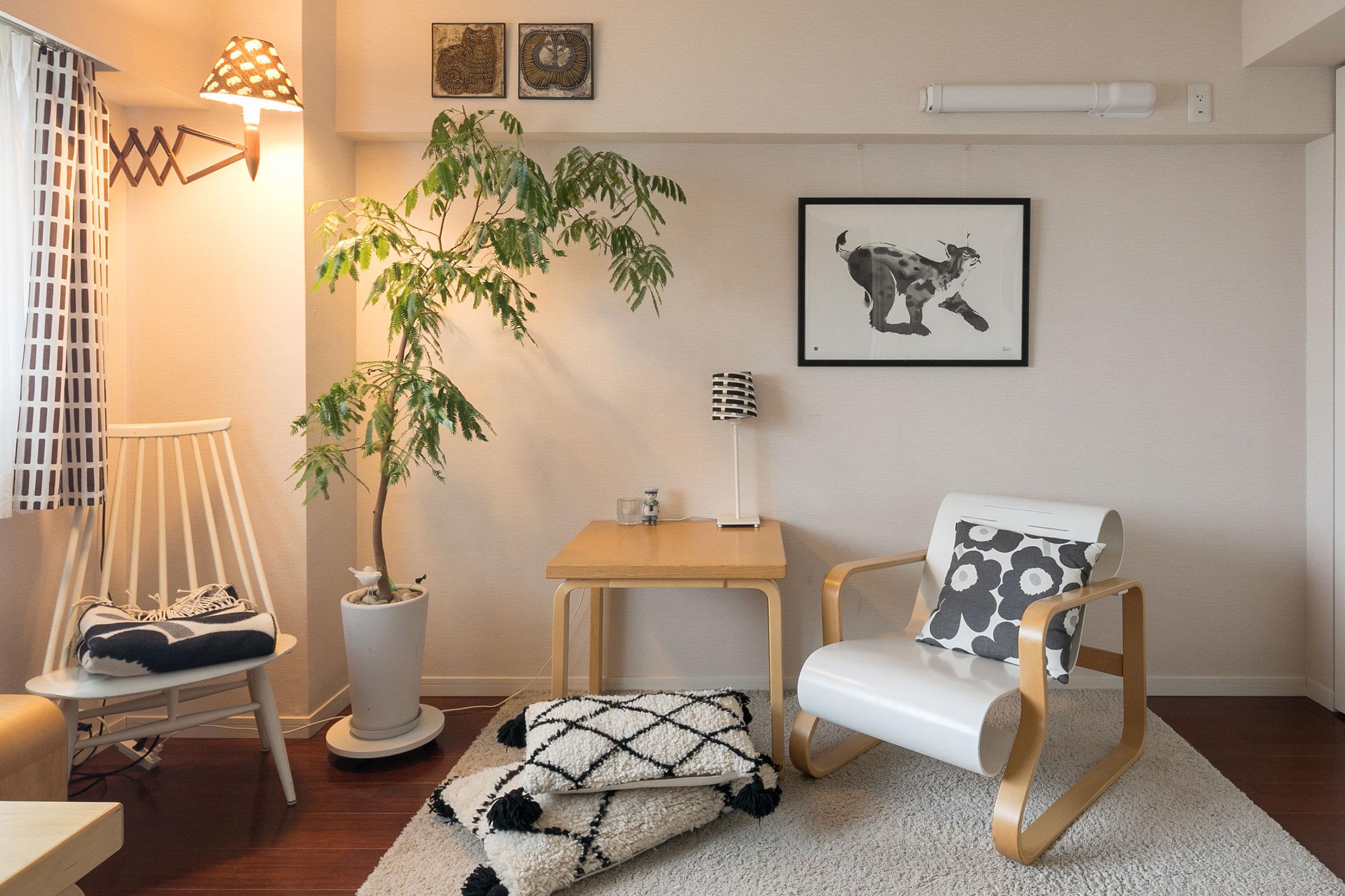 山猫のポスターはフィンランドの作家のTeemu Jarvi。ベニワレンのクッションがキュート。
