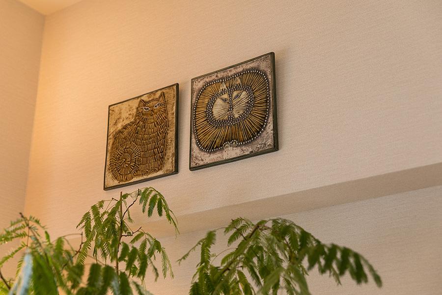 リサ・ラーソンの陶板を高めの位置に飾る。