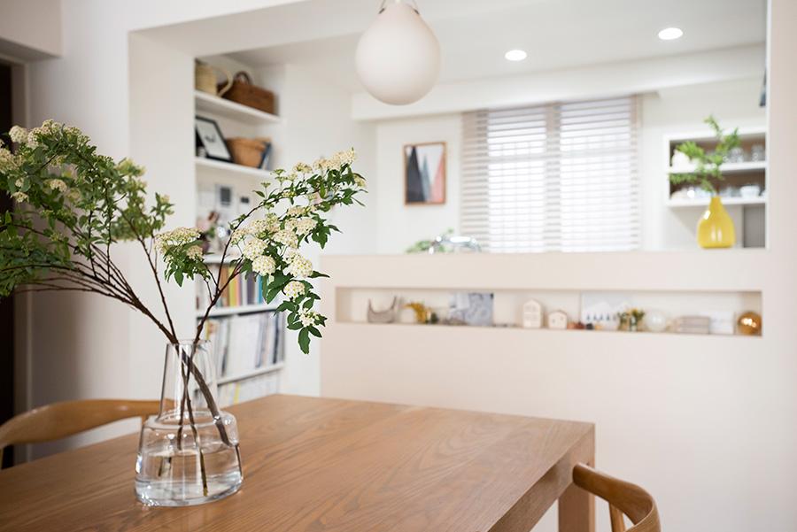 キッチンの灯りは何段階にも調光・調色が可能。