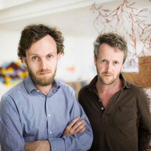 フランスのデザインデュオ、ロナン&エルワン・ブルレック兄弟。