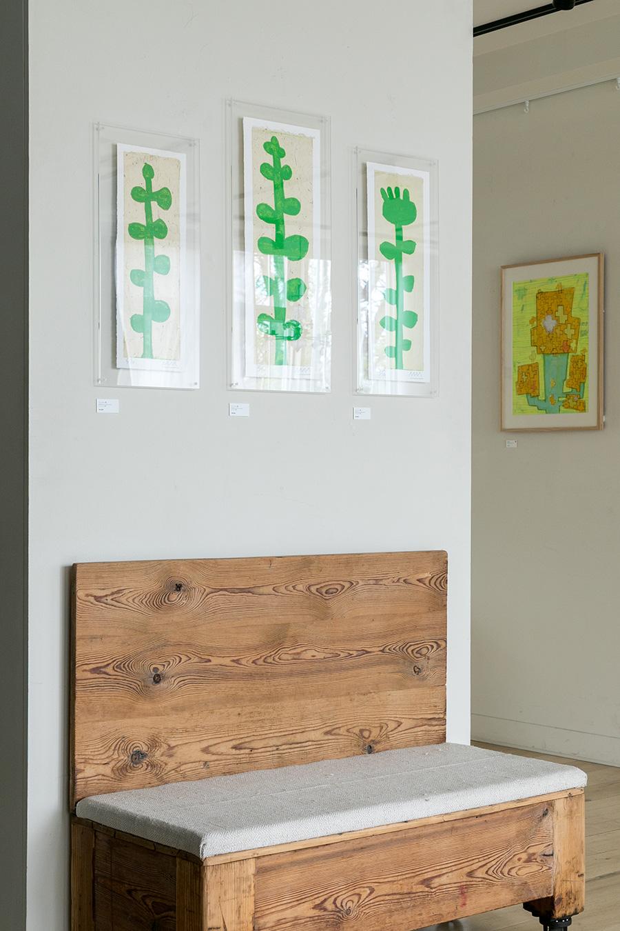 「松林誠 個展」で展示されていた『ペンペン草』。下のラインで揃えることで、植物の自然な生育の様子を表現。