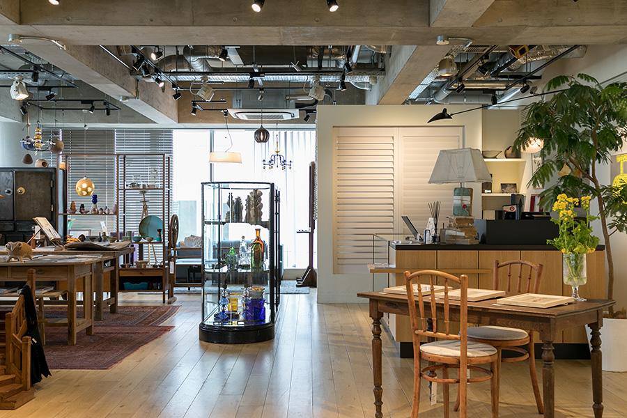 「IDÉE SHOP Jiyugaoka」。家具からアートまで、住空間をトータルで提案。*営業日・時間についてはWEBサイトでご確認ください。