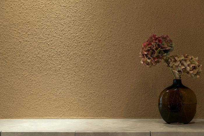 土壁の落ち着いた表情がとても美しい。
