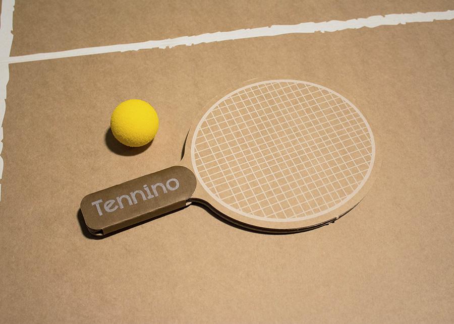 ラケットもカートン素材で、スポンジボールなので音も出ず室内に最適。