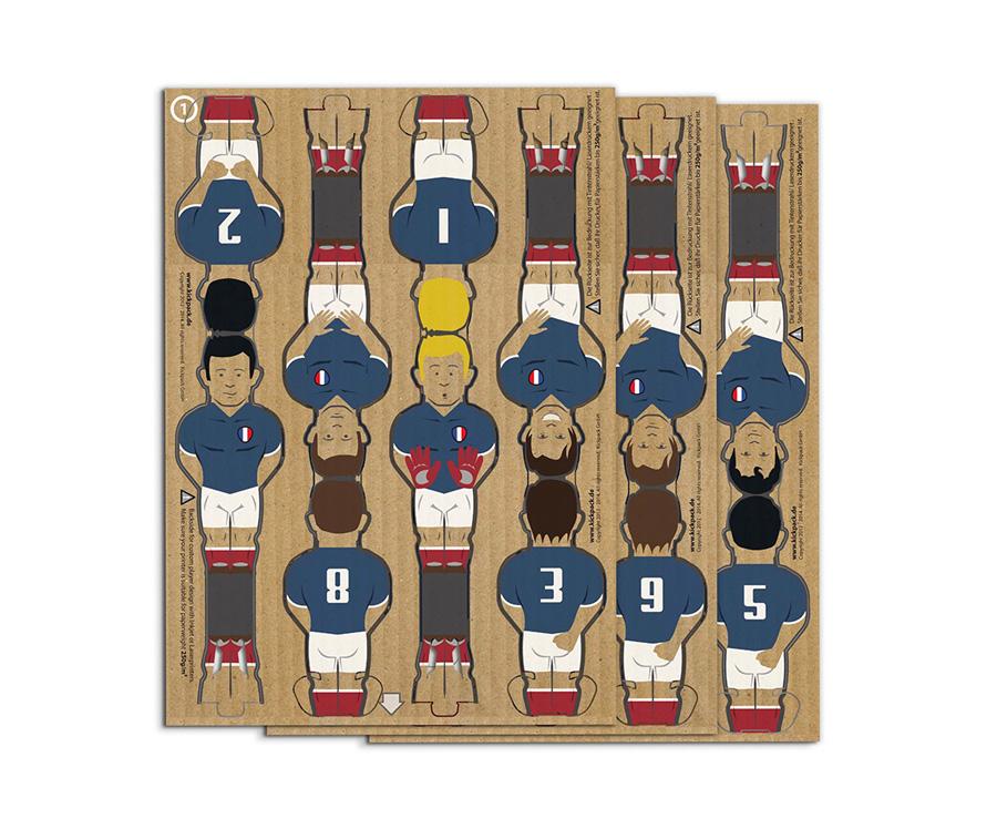 ドイツ、フランス、イングランド、イタリアなど12カ国の着せ替えユニフォームも別売りで展開。 プレイヤー各¥1.600 キックパック