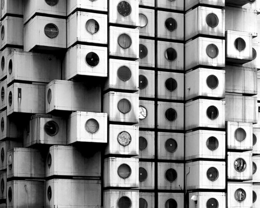 1972年に建設された黒川紀章氏の傑作、中銀カプセルタワーを踏襲。