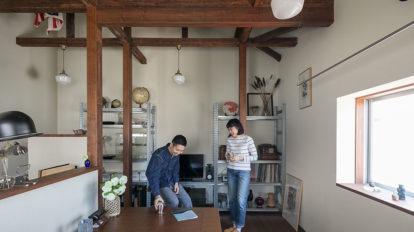 手づくりの家具も添えて 古き良さと自分の世界を 掛け合わせた部屋