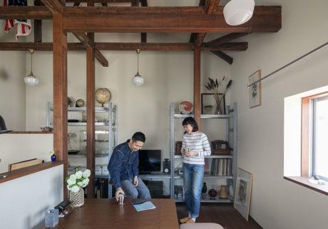 手づくりの家具も添えて 古き良さと自分の世界を掛け合わせた部屋